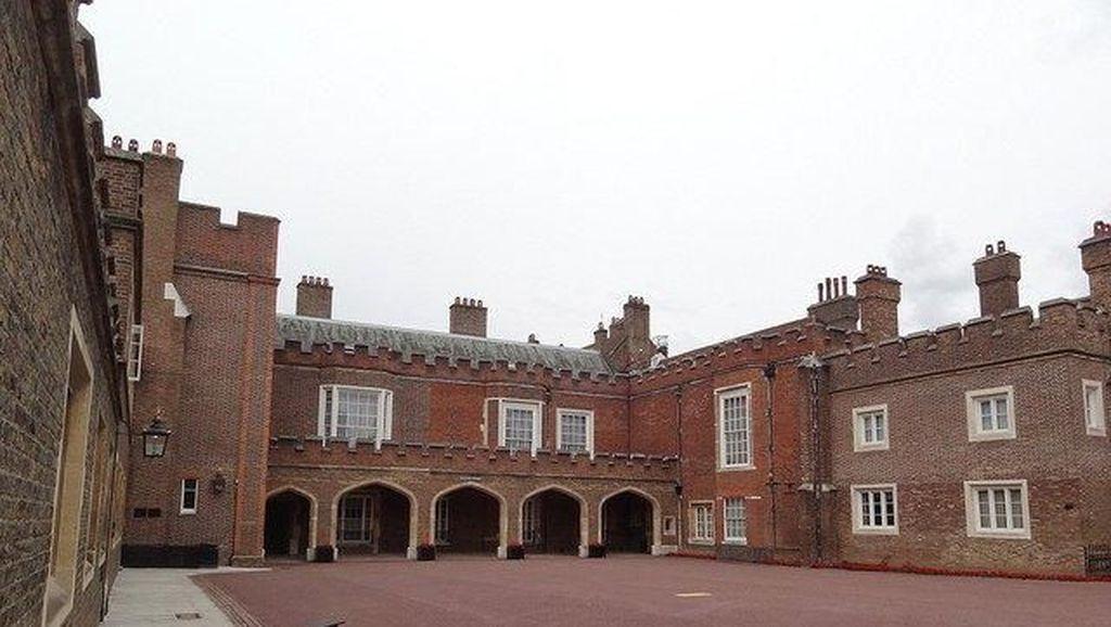 Ini Istana St James, Tujuan Paket Misterius untuk Meghan Markle
