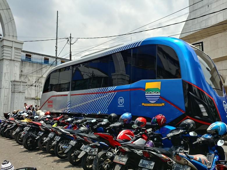 Parkir Liar di Depan Masjid Raya Bandung Dipatok Rp 4 Ribu