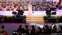 Saat Jokowi Ikut Angkat Tangan Dengarkan Lagu Cinta Rasul