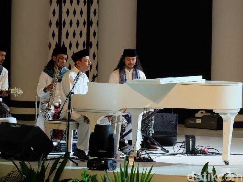Di Depan Jokowi, Habib Luthfi Main Piano Bawakan Lagu Padang Bulan