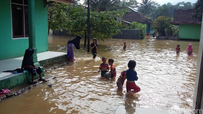 Banjir yang Merendam 870 Rumah di Sukaresik Tasikmalaya Mulai Surut
