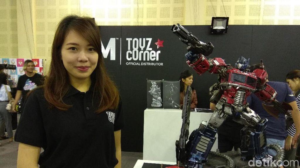 Deretan SPG Cantik yang Bikin Salah Fokus di Toys Fair Balai Kartini
