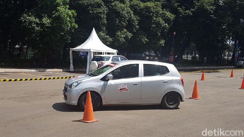 Latihan Berkendara Aman untuk Sopir Taksi Online dan Offline