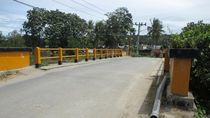 Jembatan Kecil yang Menghubungkan Sumatera & Pulau Samosir