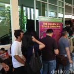 Ratusan Orang Antre Mengular di Balai Kartini, Ada Apa Sih?