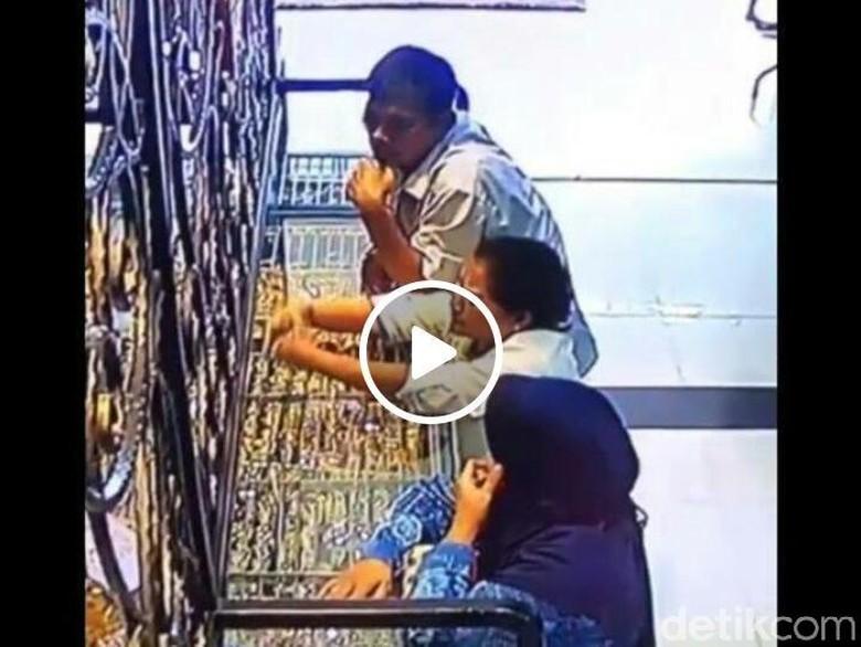 Pencurian Perhiasan di Toko Emas di Kudus Terekam CCTV