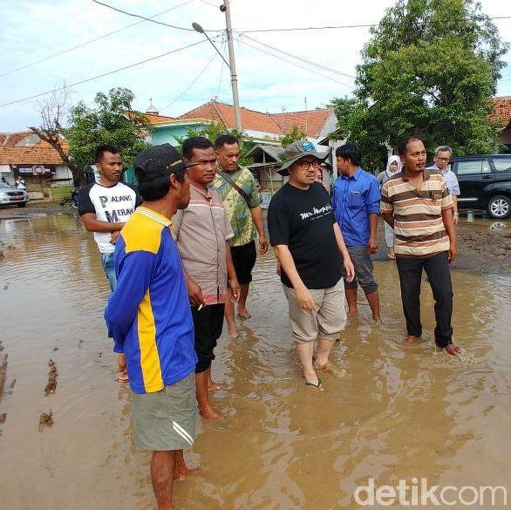 Sudirman Said Kunjungi Lokasi Banjir dan Temui Relawan di Brebes