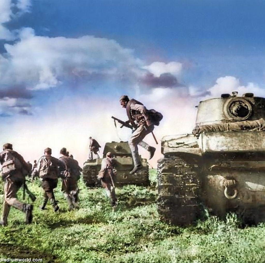 Foto Warna Perang Ganas Jerman vs Uni Soviet di Stalingrad