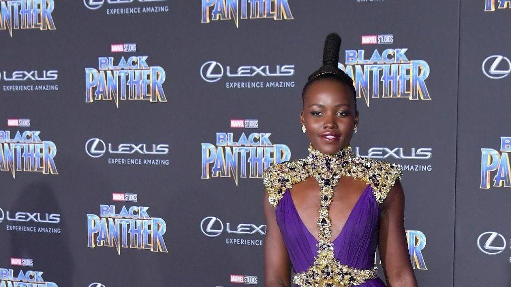 Foto: Gaya Nyentrik Lupita Nyongo, Si Nakia dari Black Panther