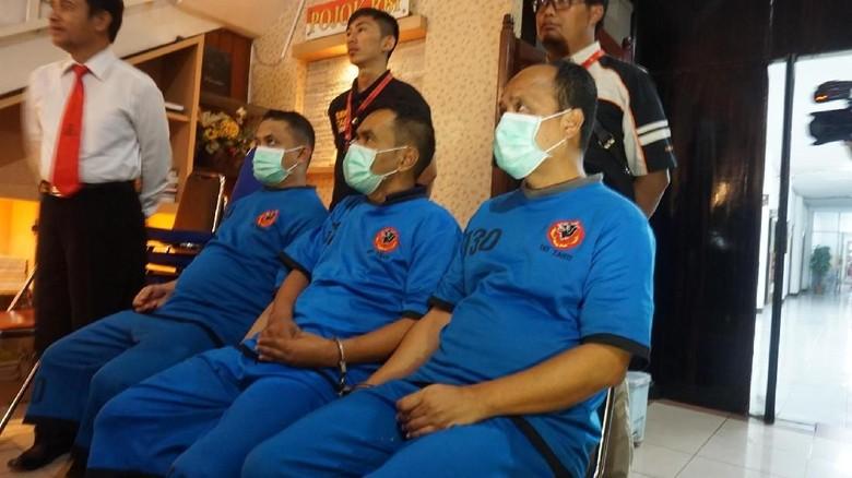 Foto: Ini 3 Tersangka Suap Komisioner KPU dan Ketua Panwaslu Garut