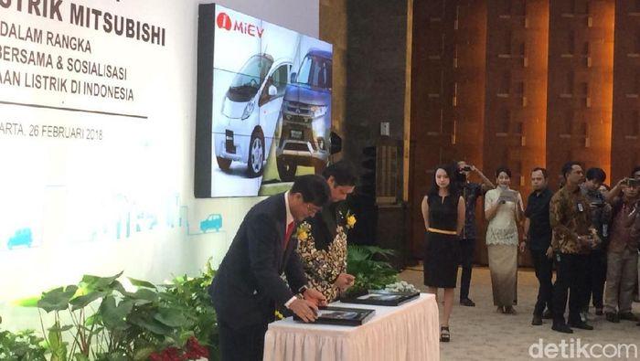 Pemerintah terima 10 mobil listrik Mitsubishi/Foto: Puti Aini Yasmin