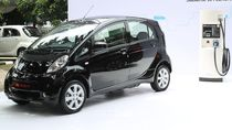 Kata Para Menteri Saat Jajal Mobil Emisi Rendah Mitsubishi