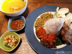 Alenia: Jatuh Hati pada Nasi Campur Papua dan Kopi Gula Bakar yang Sedap di Sini