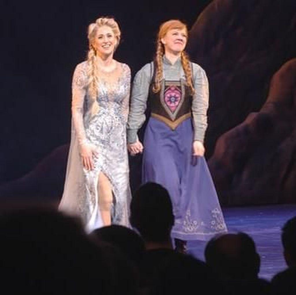 Musikal Disney Frozen di AS Dikritik karena Kostum Pemain yang Seksi