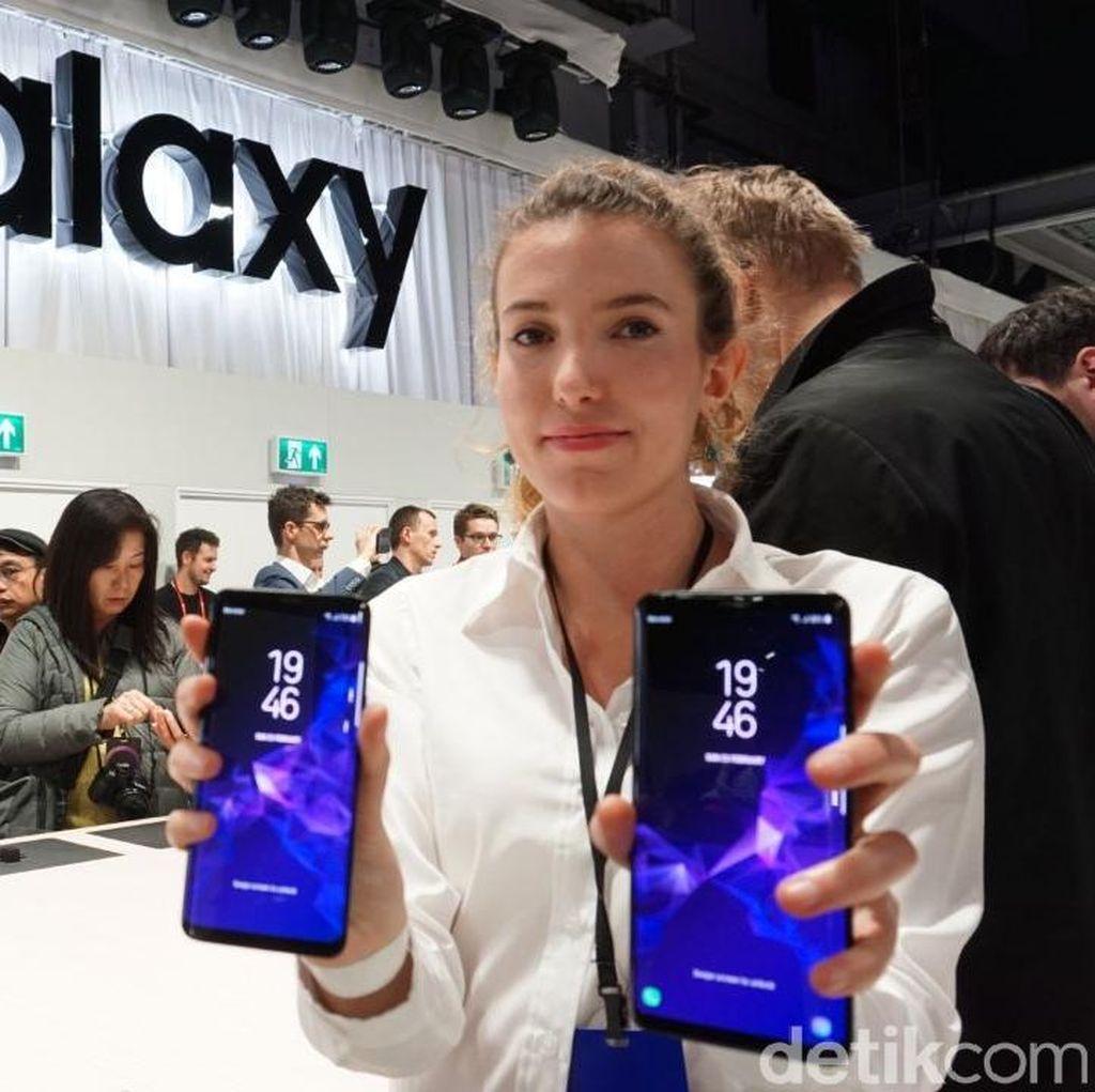 Menggenggam Galaxy S9 dan S9+ yang Menawan