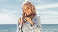 6 Tips Menarik Padu Padan Hijab ke Pantai  yang Simple Ala Selebgram