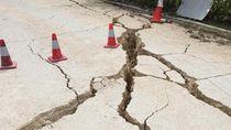 Penampakan Terbelahnya Jalan di Papua Pasca Diguncang Gempa