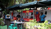 Anggota DPRD DKI Kritik PKL Menjamur di Trotoar Kawasan Senayan