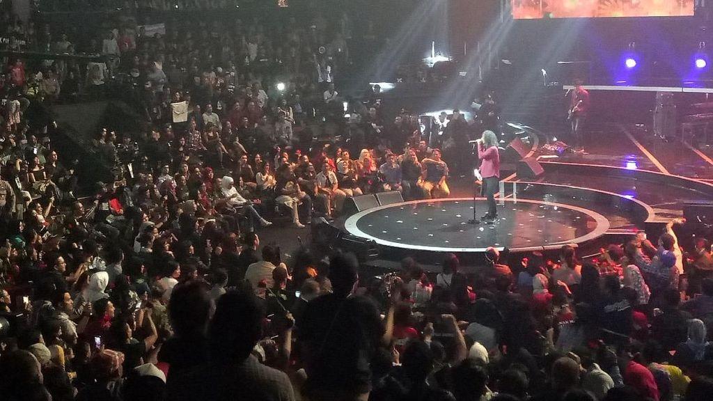 Slank Sebarkan Cinta di Konser Slank In Love