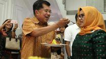 Begini 8 Potret Wakil Presiden Jusuf Kalla Saat Menikmati Makan Bersama