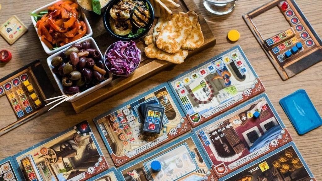 Asyiknya! Di Kafe Ini Bisa Bermain Ratusan Jenis Board Game Sambil Minum Bir