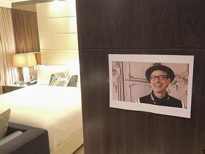 Kocak! Traveler Minta Hotel Tempel Foto Jeff Goldblum di Kamarnya