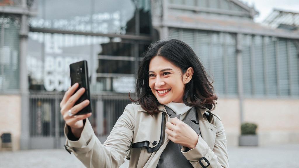 9 Kata tentang Galaxy S9 Menurut Dian Sastro