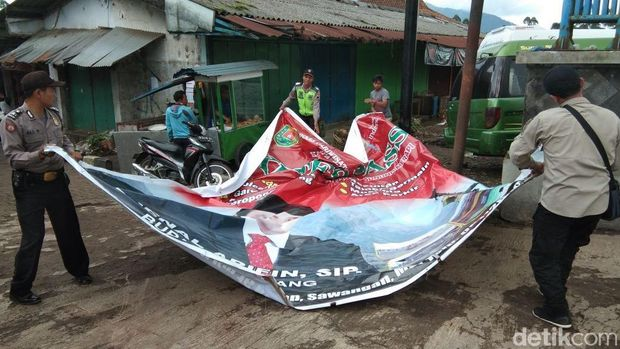 Pilbup Magelang, Panwaskab Copoti Baliho Bergambar Calon Petahana