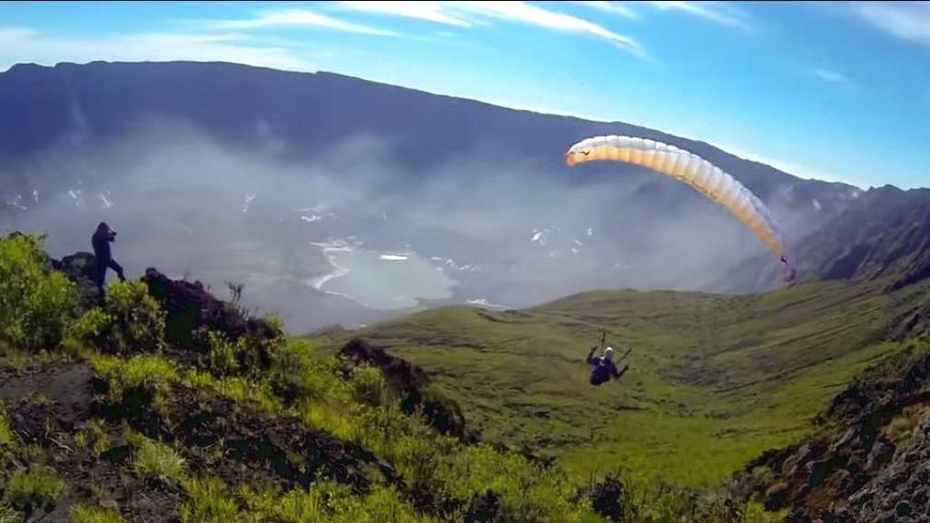 Paralayang di Kaldera Tambora: Berbahaya dan Dilarang