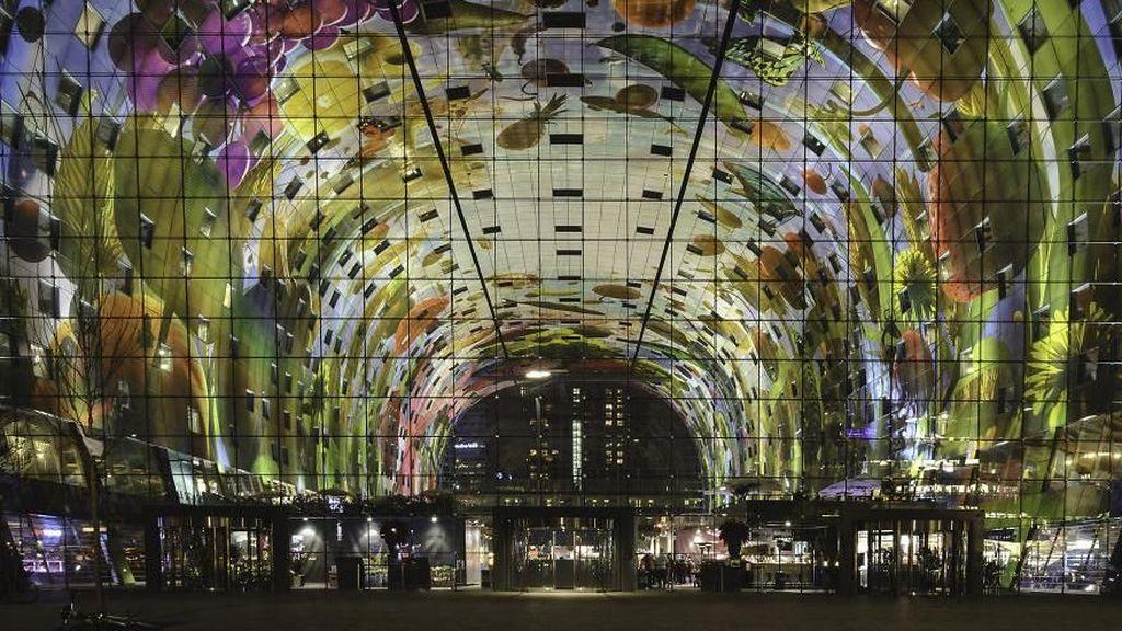 Pasar di Belanda Ini Dipayungi Lukisan Raksasa
