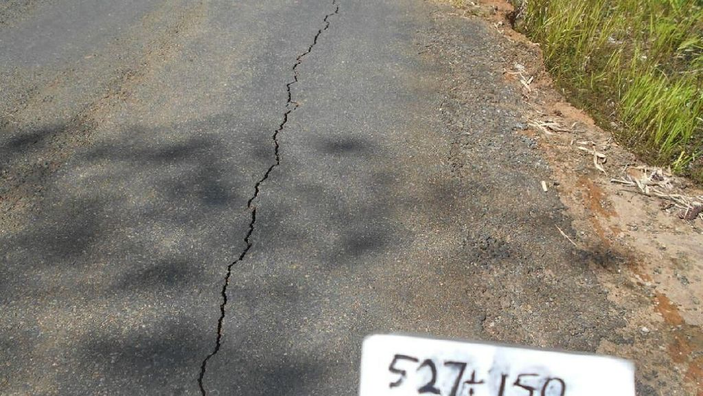 Ada Gempa, Jalan Trans Papua Retak-retak