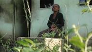 Di Sulsel, Nenek Renta Miskin Ini Hidupi 2 Putranya yang Gila
