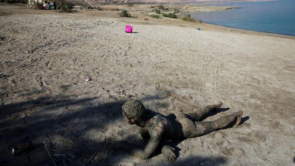 Foto: Sisi Lain dari Laut Mati yang Mengering