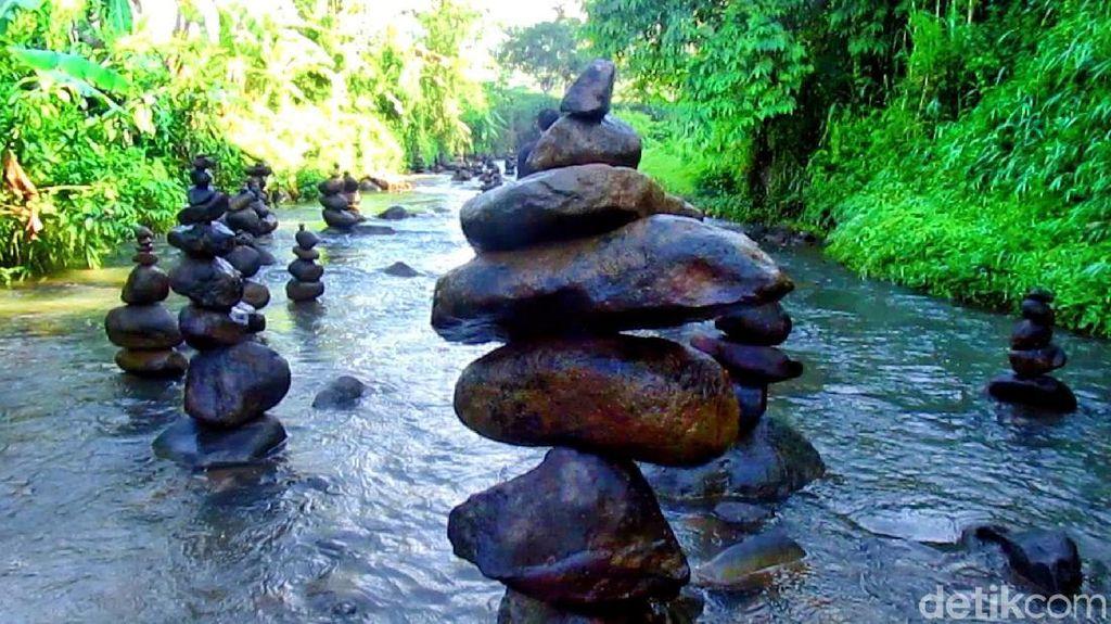 Foto: Wisata Rock Balancing, Tumpukan Batu yang Bikin Penasaran