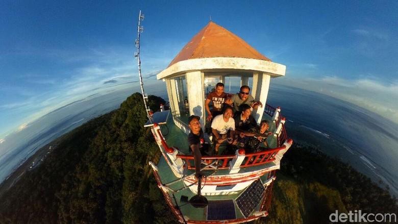 Pemandangan dari Mercusuar NKRI Miangas, Ujung Utara Indonesia