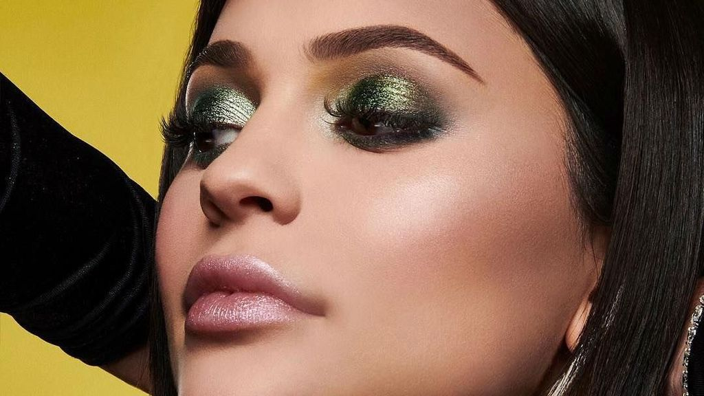 Penampilan Pertama Kylie Jenner di Pemotretan Setelah Melahirkan