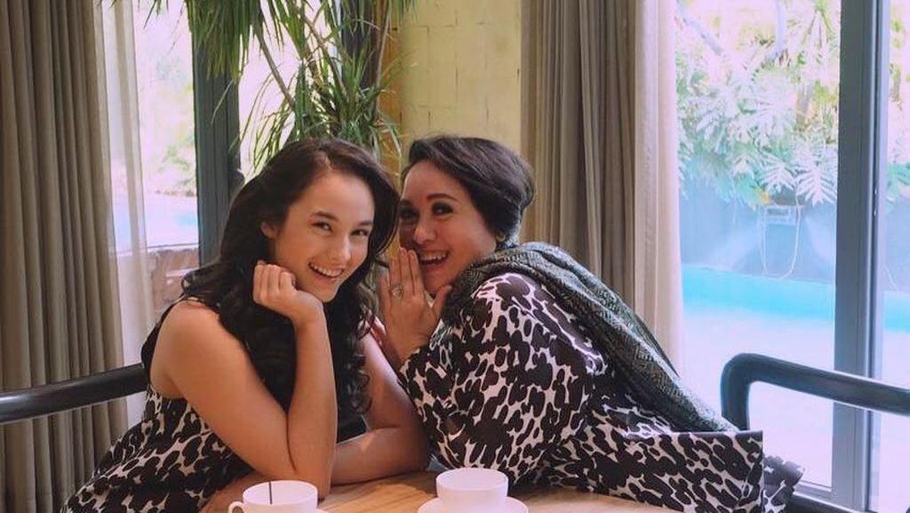 Begini Pose Mesra Chelsea Islan Bersama Ibu dan Pacarnya Kalau Lagi Makan
