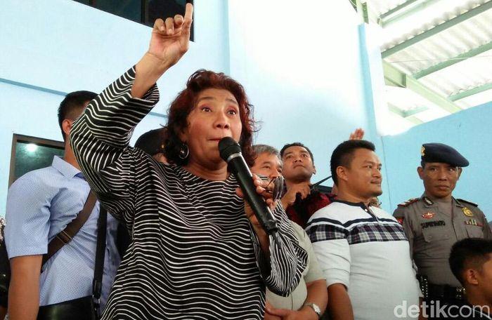 Di hadapan para nelayan, Susi mengatakan jabatan yang ia emban saat ini, tidak lama lagi harus dilepasnya.