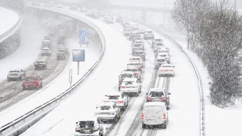 Salju Tebal dan Cuaca Super Dingin di Eropa Tewaskan Puluhan Orang