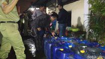 Satpol PP Amankan Ratusan Botol dan Jerigen Miras Oplosan dari Warung