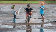 Tingkah 3 Anak Laki-laki Ini Bisa Bikin Kita Senyum-senyum Sendiri