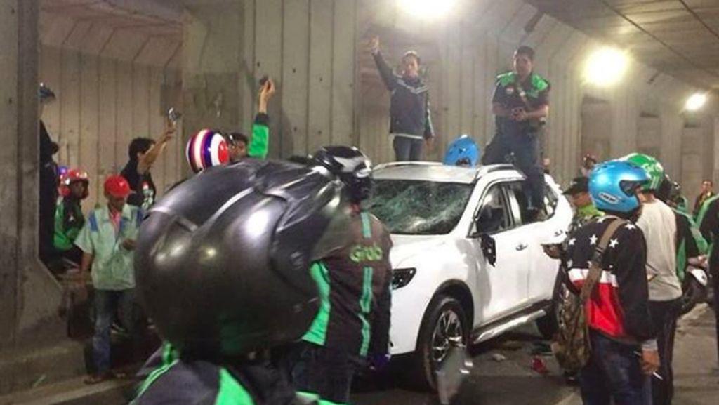 Nyerempet, Nissan X-Trail Ini Dirusak Kumpulan Driver Ojek Online