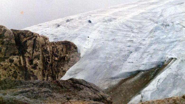 Es abadi di Puncak Mandala di tahun 1991 (Wanadri)