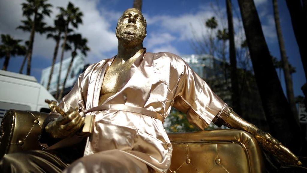 Ada Patung Harvey Weinstein Dekat Panggung Oscar