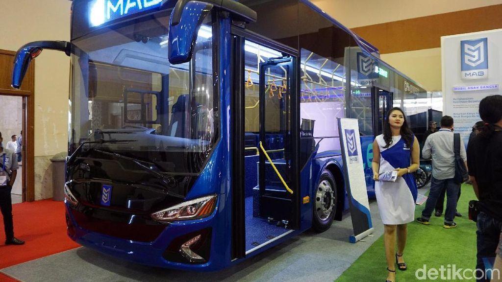 Bus Listrik Buatan Anak Bangsa Mejeng di JCC