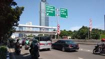 Tak Ada Polisi, Pemotor Bandel Kembali Terobos JLNT Casablanca