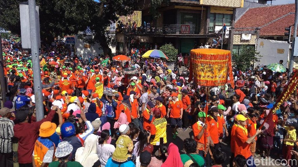 Foto: Hebohnya Pawai Cap Go Meh di Cirebon