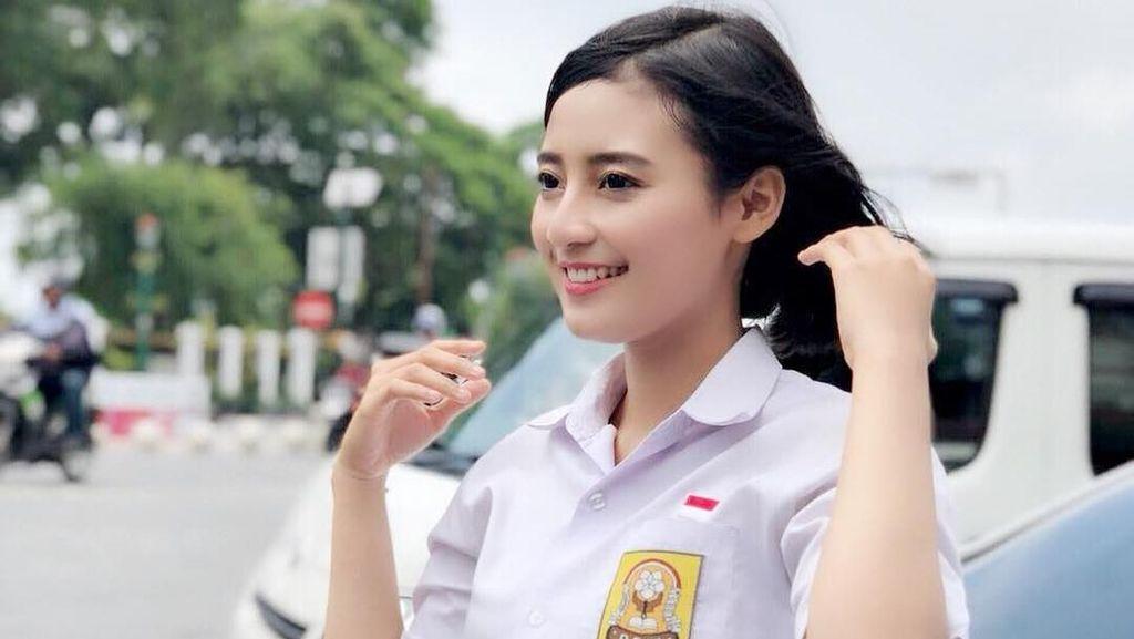 Foto: Cantiknya Polwan yang Fotonya Viral karena Pakai Seragam SMP