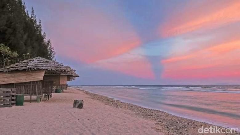 Pantai Namlea di Pulau Buru  (M Abas/detikTravel)
