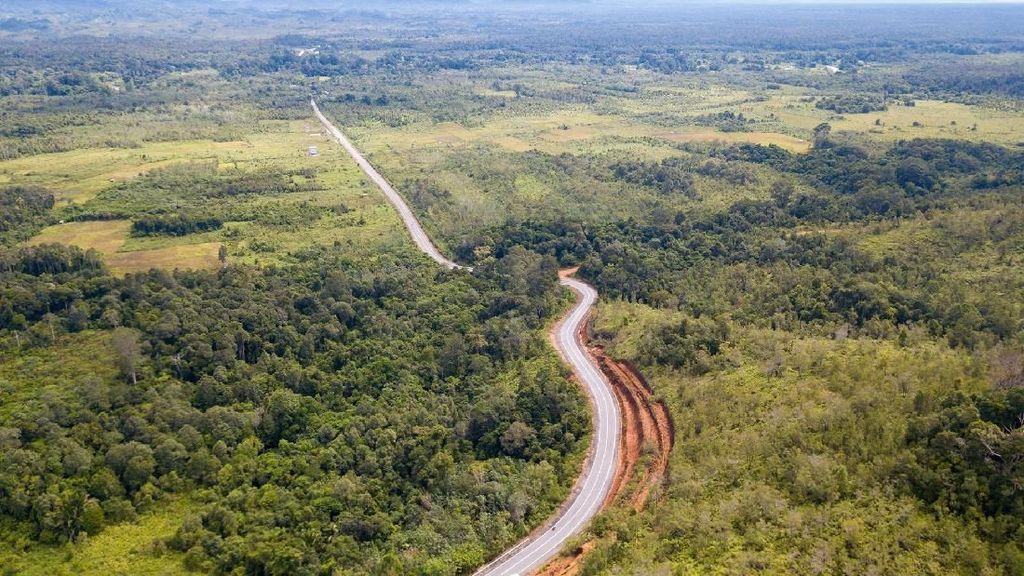 Bangga! Jalan Perbatasan RI Menuju Malaysia Indah Banget